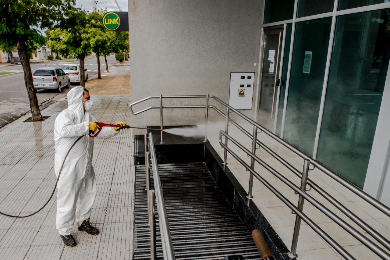 Desinfección de cajeros automáticos y lugares públicos